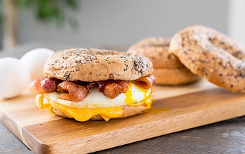 Bagel with cheese and bacon - calories, nutrition, weight