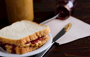 Peanut butter and jelly sandwich - calories, nutrition, weight