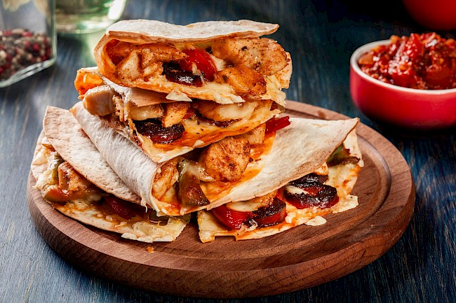Quesadilla with chicken - calories, kcal