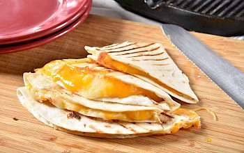 Cheese quesadilla - calories, nutrition, weight