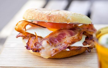Bacon and egg sandwich - calories, nutrition, weight