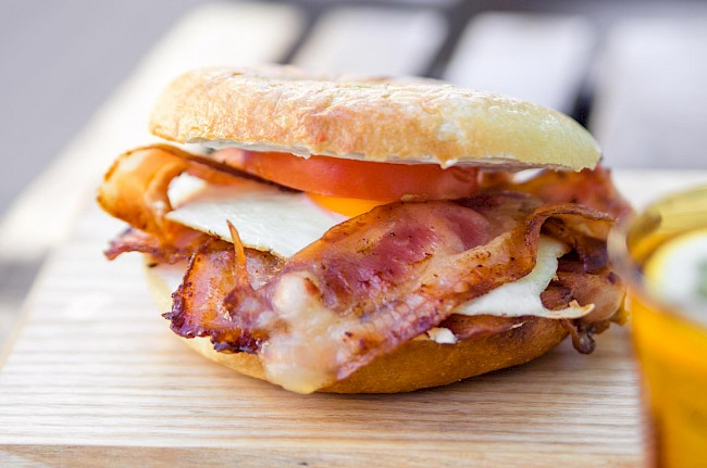 Bacon and egg sandwich - calories, kcal