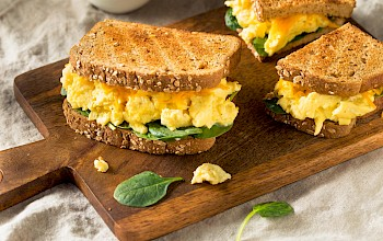 Scrambled egg sandwich - calories, nutrition, weight
