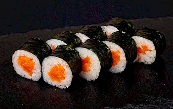 Salmon sushi roll - calories, nutrition, weight