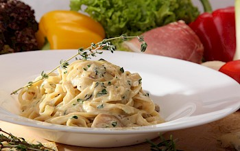 Fettuccine Alfredo veal - calories, nutrition, weight