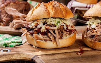 Pulled pork sandwich - calories, nutrition, weight