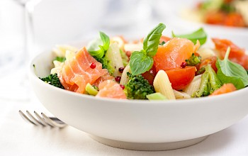 Salmon salad - calories, nutrition, weight