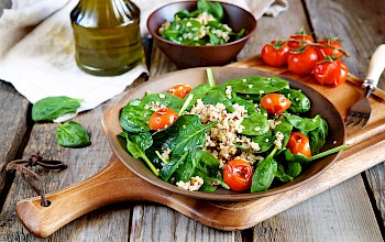 Spinach salad - calories, nutrition, weight