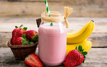 Banana strawberry smoothie - calories, nutrition, weight
