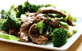 Beef and broccoli - calories, nutrition, weight