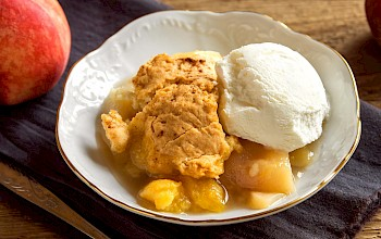 Peach cobbler - calories, nutrition, weight
