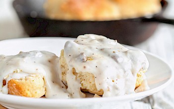 Biscuit with gravy - calories, nutrition, weight