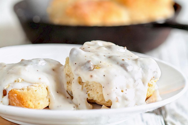 Biscuit with gravy - calories, kcal