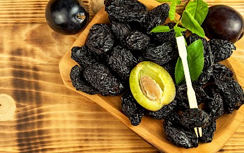 Prunes - calories, nutrition, weight